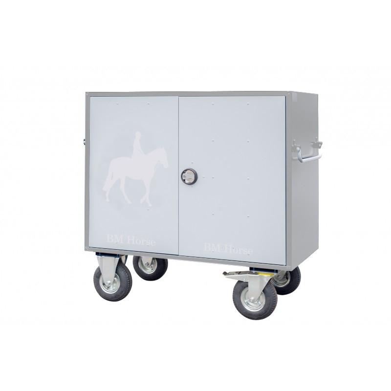 szara aluminiowa skrzynia na sprzęt jeździecki z jasnoszarymi drzwiami